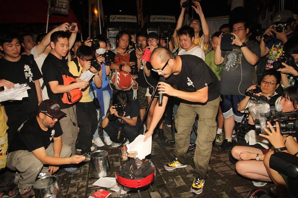 [img]http://sc1.passiontimes.hk/uploads/images/201306/1043900_541353749261130_1198170970_n.jpg[/img]